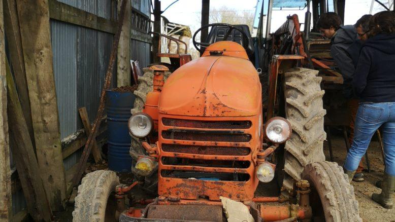 Tracteur orange